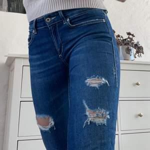 Mörkblå jeans från Dondup, storlek 27, passar S/Xs