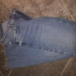 Bootcut jeans från Gina som är i ganska grovt jeans material men super sköna. Nypris på dessa är 500kr kom privat för mer bilder