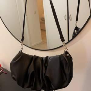 Aldrig använd väska, ny skick frakt ingår INTE i priset