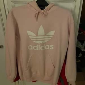 Ljusrosa hoodie, fakeadidas, köpt i Rhodos