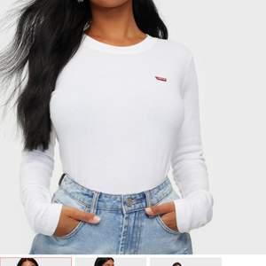 En långärmad Levi tröja säljer den eftersom att den inte kommer till andvänding köptes för 399kr
