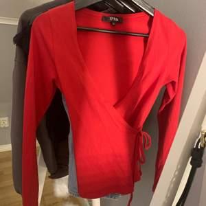 Röd tröja ifrån bubbelroom i storlek XS❤️ Fint skick🤩 30kr+frakt