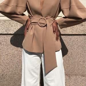 Säljer stylein botan jacket/kavaj. Nypris 2699:- Aldrig använd. Storlek M.   Finnes i Karlstad, kan postas om köparen står för frakt.