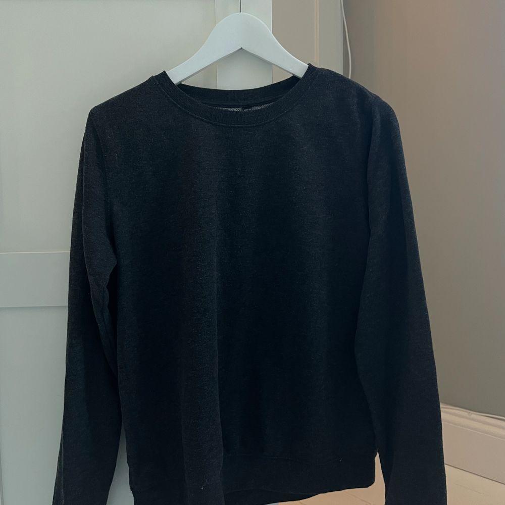 Grå mysig sweatshirt. Kan skickas. Köpare står för frakt. Tröjor & Koftor.