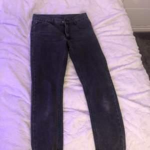 Svarta cheap monday jeans. Lågmidjade. Passar inte mig bra och är för små därför jag säljer! Köptes second hand. Kan mötas i Kalmar😊