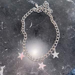 Halsband gjort av mig, superfint i silver. Aldrig använt. Vid stort intresse blir de budgivning