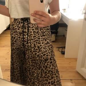 Långkjol i leopardmönster från zara😍💘