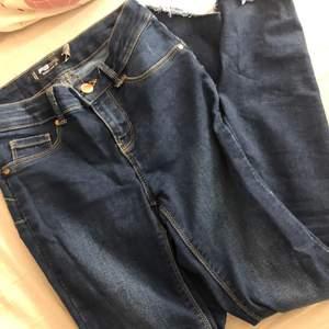 Skinny jeans, strl 25