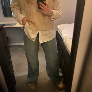 Jeans från Junkyard. Använda ett fåtal gånger men är super fina🎀Jeansen är i storlek 29 men lite små i storleken⭐️ säljer för 180 kr + frakt💓⭐️