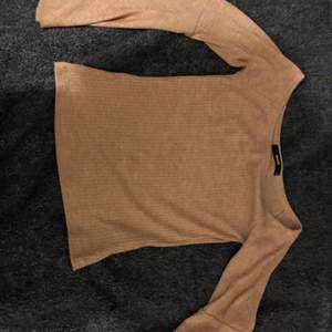 Jätte fin tröja från bikbok, använd endast upp till tre gånger. Storlek S. Den är rosa ish
