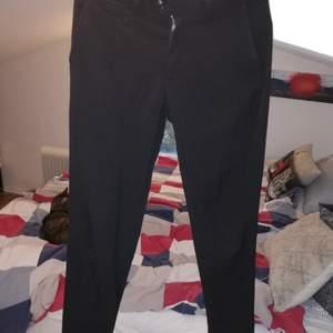 Använt skick. Snygga och stiliga kostym byxor med mycket bra kvalité.