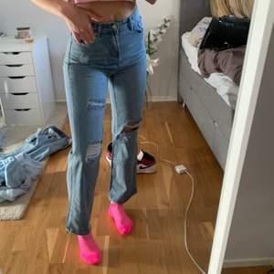 Jeans från okänt märke som aldrig är använda då dem är alldeles för korta på mig 💖 bjuder på frakten som är spårbar via postnord 💝💝 storlek M men sitter som S