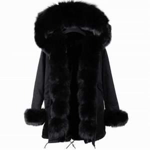 Säljer denna populära jackan, använd få gånger pga liten storlek. Köpt för 3000kr säljs för 1500kr