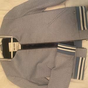 En blazer från mos mosh aldrig använd pga int min stil (dåligt ljus på bilden) 250 + frakt betalning sker via swish