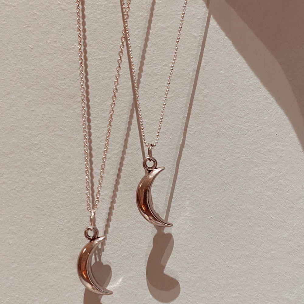 """Love in moonlight halsband!🌙✨💫🦋💘2 på lagret nu men har tillgång till några flera! Handgjord och väldigt """"aestehtic""""🌸högsta bud 49kr + 11kr frakt! . Accessoarer."""