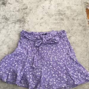 Kjol från zara, köpt för 1 månad sedan, aldrig använd. Byxor under.