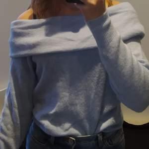 Jättesöt stickad off shoulder tröja från hm som tyvärr inte kommer till användning 🥰