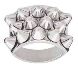 Söker edblad ring i silver hör jätte gärna av er💕