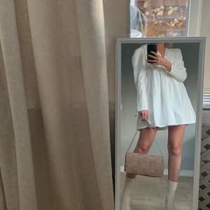 Fin somrig klänning! Aldrig använd. Köpare står för frakt💫🥰