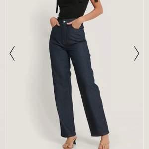 Skitcoola mörkblåa, raka jeans med tydliga sömmar. I princip oanvända då jag har ett par liknande jag använder mer! ❣️