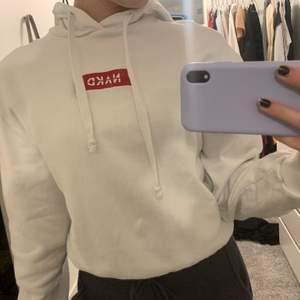 Vit hoodie från NAKD i fint skick. Storlek XS. 80kr + frakt💞