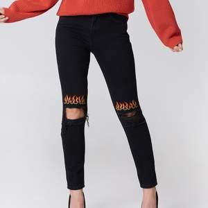 As coola jeans från NAKD i storlek 34. Tyvärr så kommer jag inte i dom längre så därför använder jag en bild från google. Fortfarande i bra skick förutom att färgen har blivit lite urtvättad
