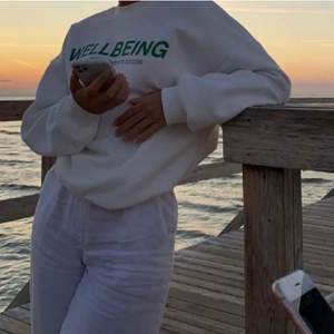 Min systers vita wellbeing-tröja från ginatricot, buda! 💘 högsta bud: 320+ frakt, budgivningen stänger 10/2 kl 15