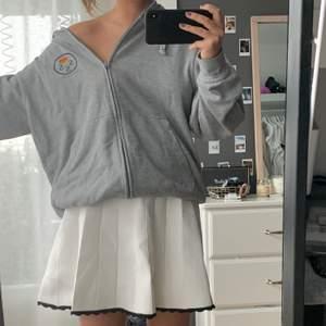"""Så fin """"tennis""""kjol från sandro! Inte kommit till användning så säljer för sjukt bra pris. Orginalpris 2400 säljer för 400"""