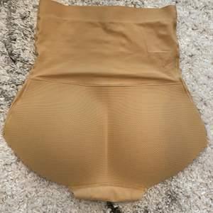 Plagg som formar midjan och större rumpa perfekt till klänning