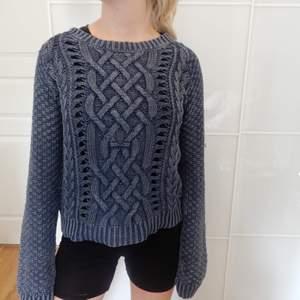 Stockad marinblå tröja. Storlek XS, fungerar även till S och M.