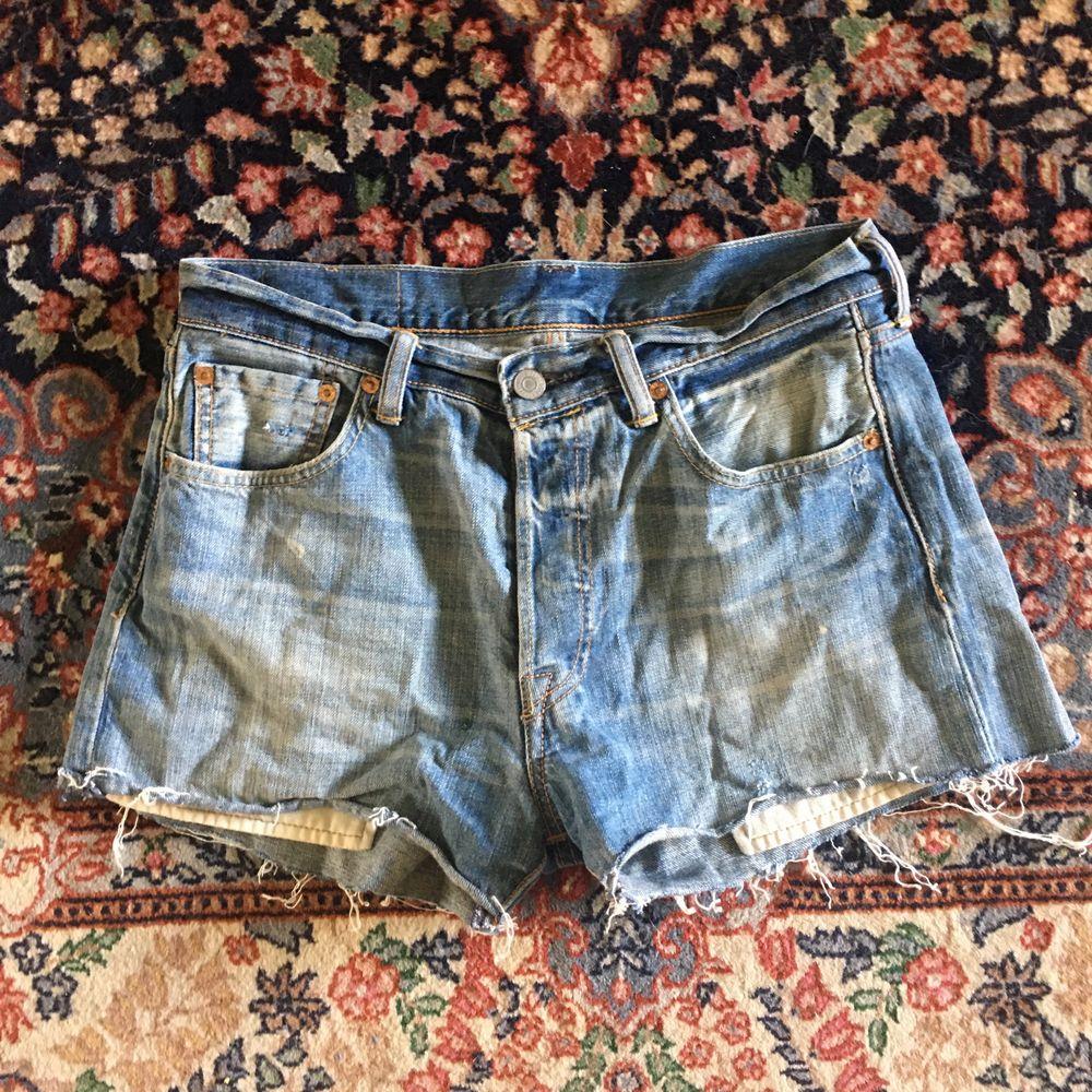 Jeansshorts från Levis! Bra skick, som hittat! Köpern betalar frakt!. Shorts.