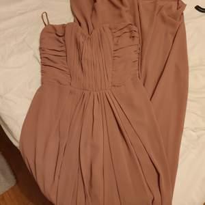 Lång klänning. Använd en gång