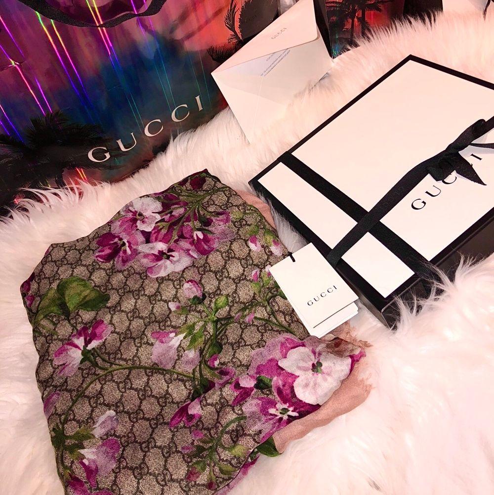Helt ny Gucci scarf, box, påse och äkthetsbevis finns. Även elektroniskt kvitto. Köpt från Guccis hemsida. Fraktar och möts upp 😊. Accessoarer.