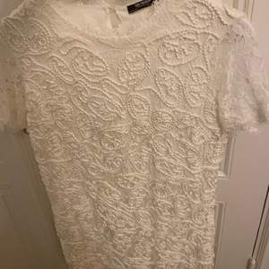 Hej, jag säljer en klänning från zara i storlek xs. Säljer den för 100kr ink frakt!