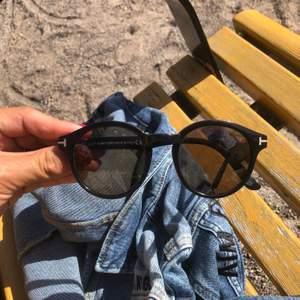2 år gamla dam solglasen från TF. Fina och välbevarade