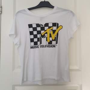 Super snygg t-shirt från H&M ;) Frkaten ingår!