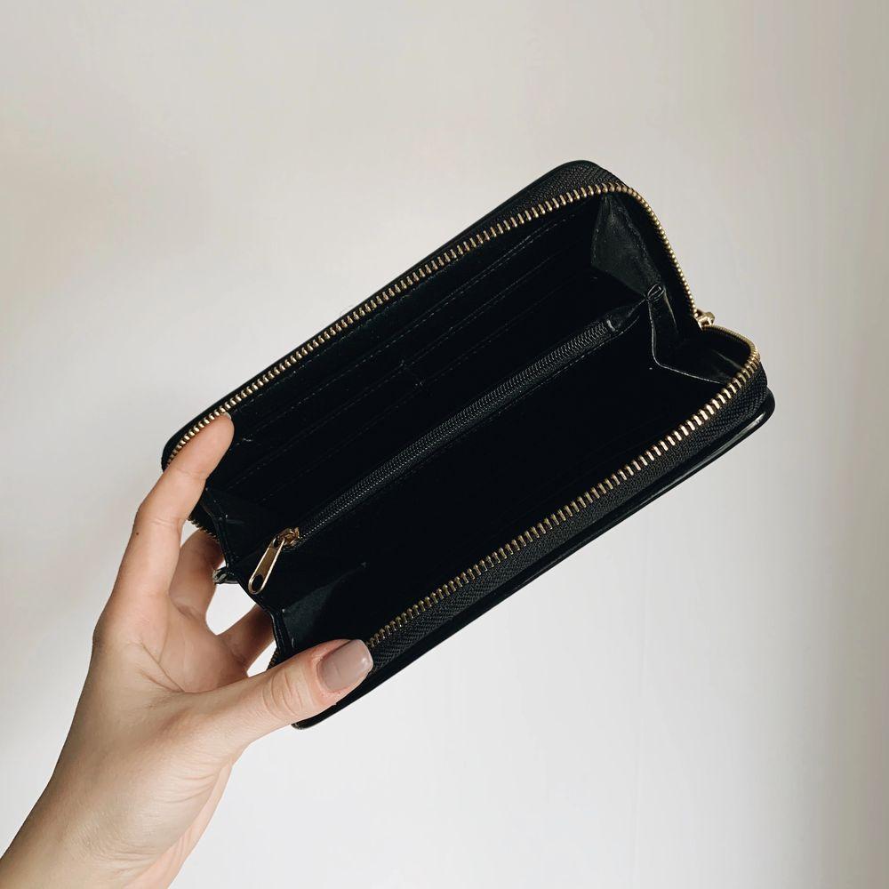 Plånbok från Harrods. Kommer ej till användning längre. Frakt inräknat i priset!. Accessoarer.