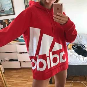 Adidas hoodie herrstorlek L. Nyskick. Superskön och mysig och STOR LUVA!😎 frakt 60kr