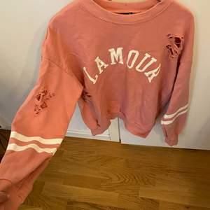 Säljer denna tröja från Gina tricot för 50kr frakten är gratis