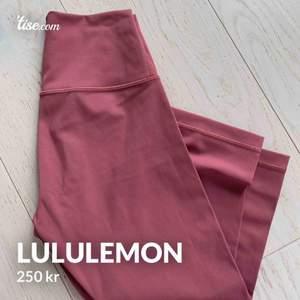 Super snygga Lululemon i modellen på andra bilden  (hittade inte den färgen på nätet pga att den är slutsåld) 💕