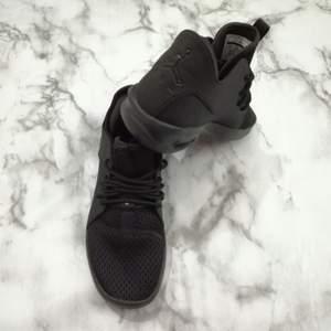 Nya Jordan skor #38.5 avhämtning eller skicka köpare betalar frakten ,accepterad betalning med swish.