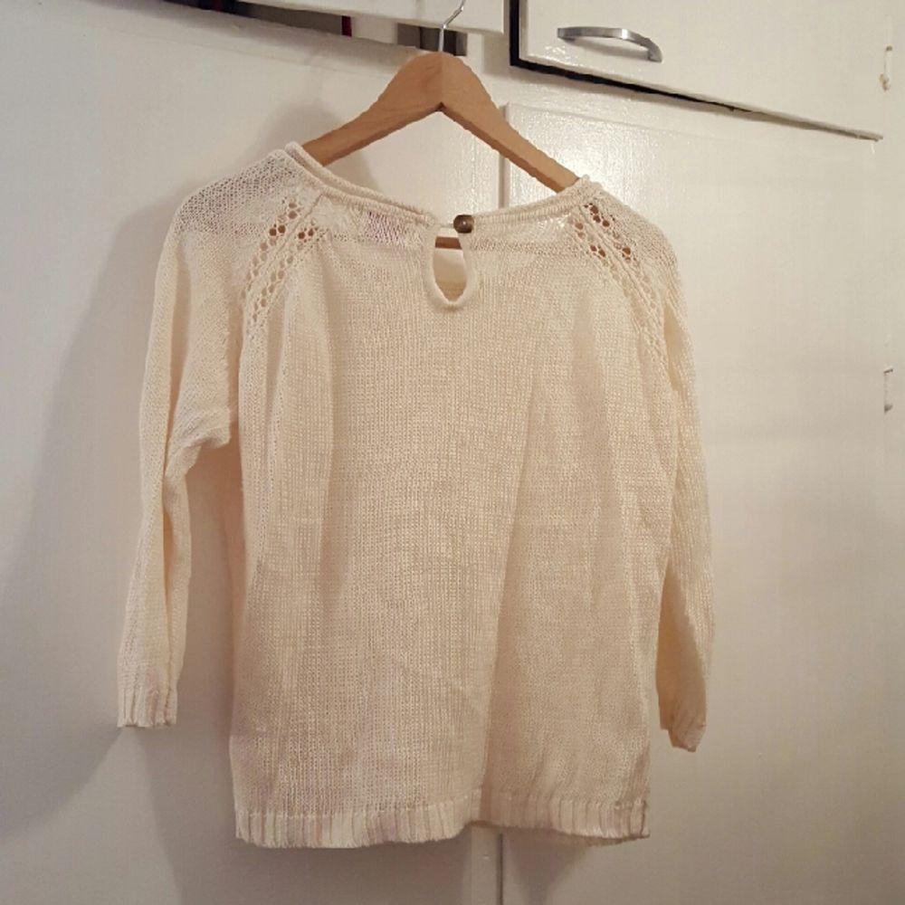 off white teöja från MQ. storlek small.   kan mötas upp i Stockholm annars betalar köparen för frakten . Skjortor.