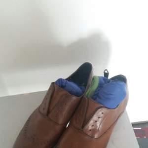 Jag säljer skor från bianco man i bra skick de fattas bara snurrar