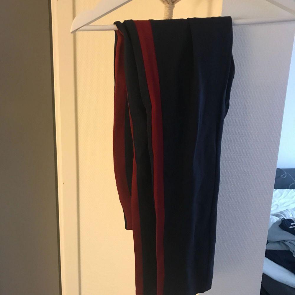 Leggings från ellos. Aldrig använda. . Jeans & Byxor.