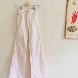Jättefina 70-tals jeans som är i toppenskick! Säljer dom pga att dom är för små, materialet är 100% bomull vilket gör att tyget är väldigt slitstarkt och bra kvalitet!