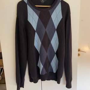 En jätte fin och jätte skön rutig tröja. Säljer då den inte kommer till användning. Köparen står för frakt 💖