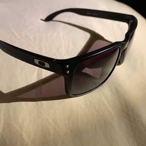 Helt nya okley solglasögon svarta