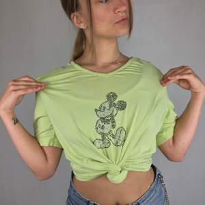 Mickey Mouse t-shirt from Disney. Gives an Y2K feeling with the rhinestones. 5 stones have lost its colors, but are still stuck to the t-shirt, so no stones are missing. Some seams have gotten loose down at the t-shirt. No return nor refund. Free shipping