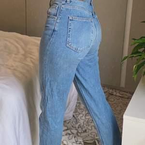 Oanvända jeans. Storlek: S. Buda ifrån 350kr, frakten ingår i slutpriset💓