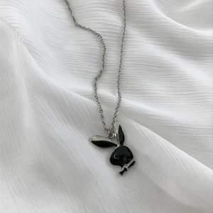 y2k svart silvrig playboy halsband. ny/oanvänd. fri frakt 🖤